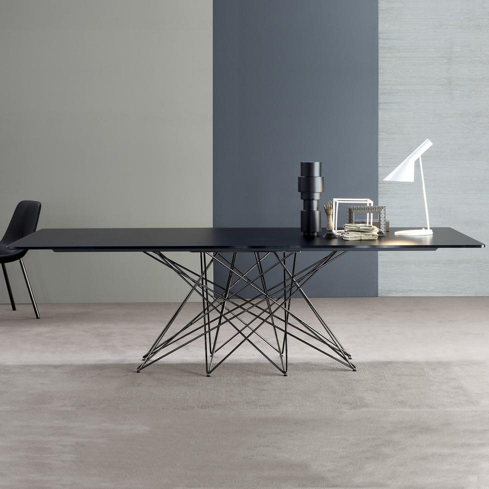 octa mit lack gestell tisch von bonaldo. Black Bedroom Furniture Sets. Home Design Ideas