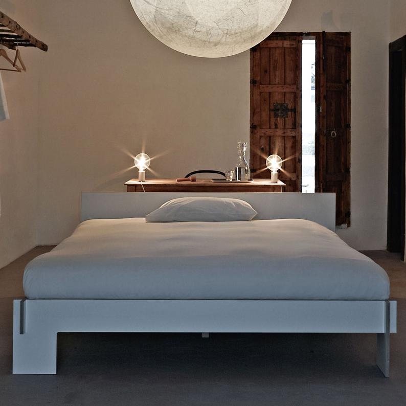 bett siebenschl fer kopfteil von nils holger moormann. Black Bedroom Furniture Sets. Home Design Ideas