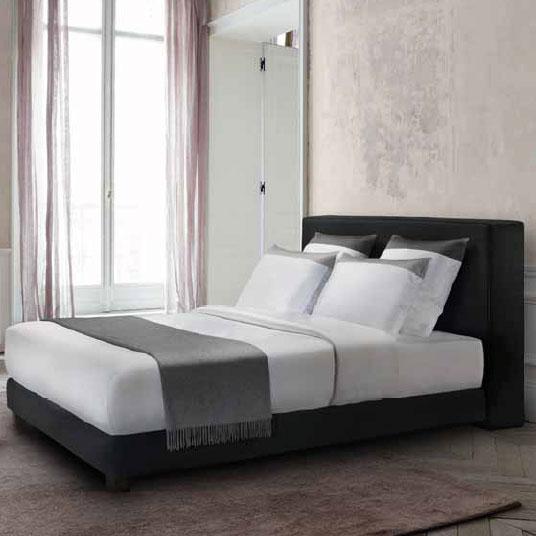 bett cube von treca interieurs paris. Black Bedroom Furniture Sets. Home Design Ideas