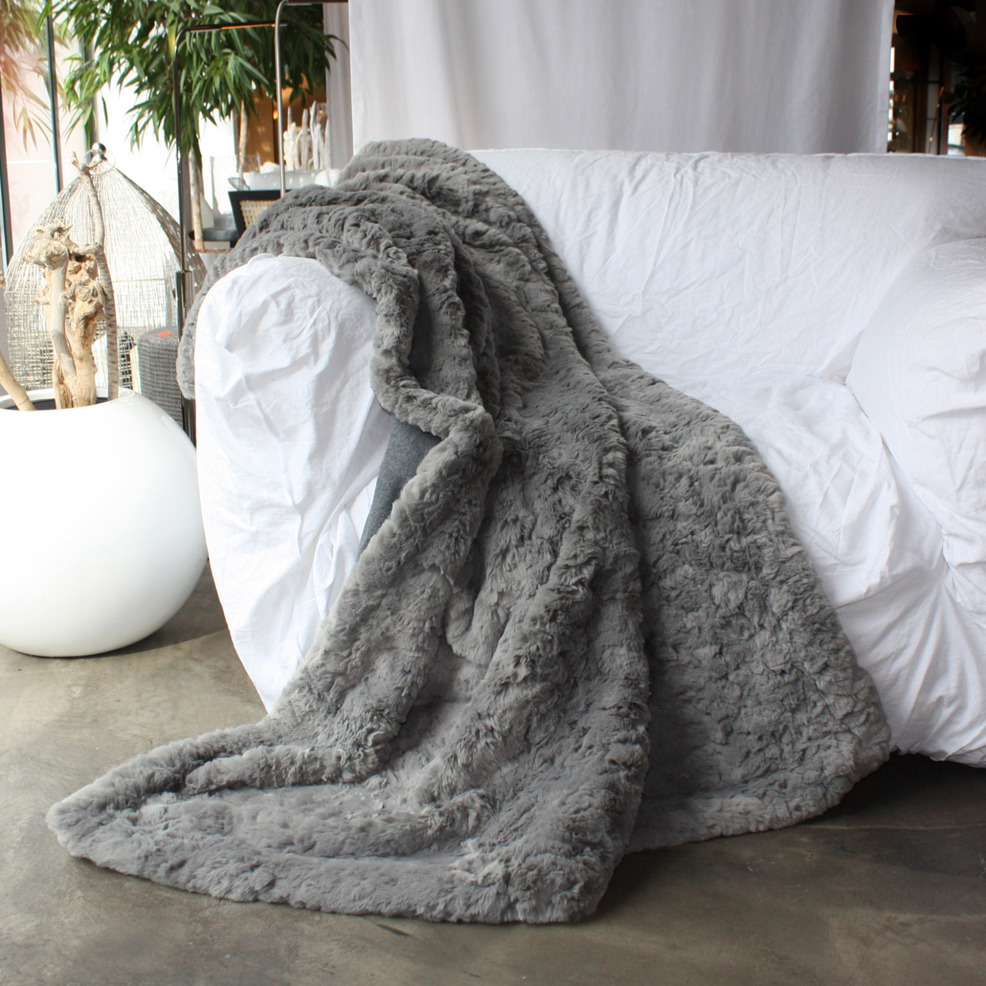 webpelz plaid kissen awassi grau von carma. Black Bedroom Furniture Sets. Home Design Ideas