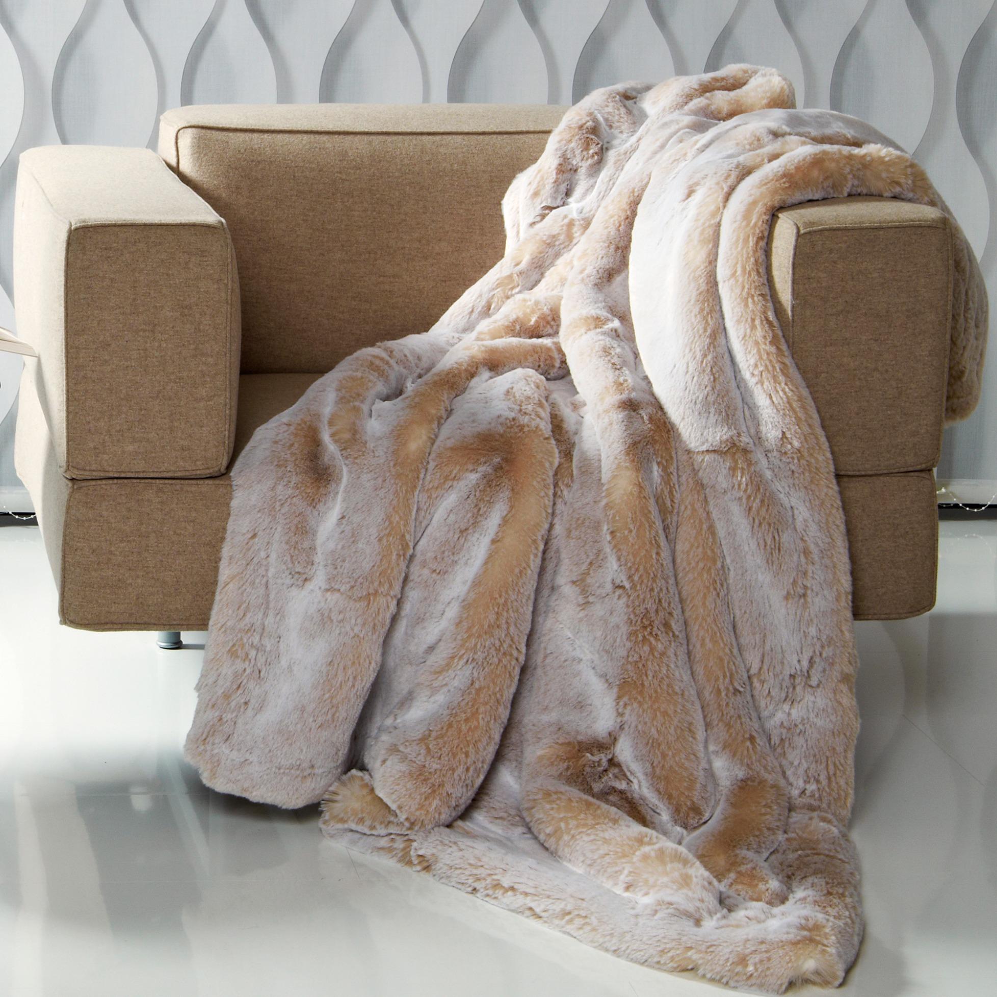 puma pastell webfell plaid kissen von carma. Black Bedroom Furniture Sets. Home Design Ideas