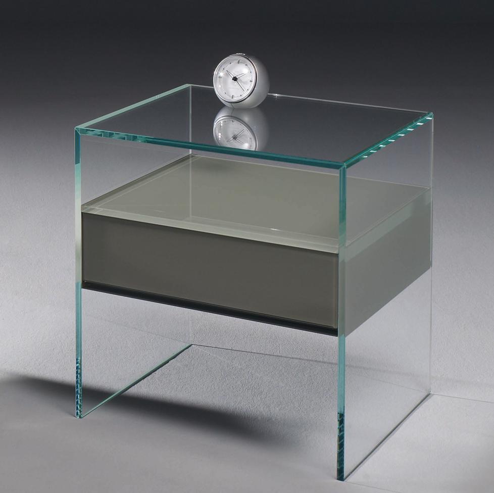 Pure glas nachttisch von dreieck design for Schuhschrank farbig