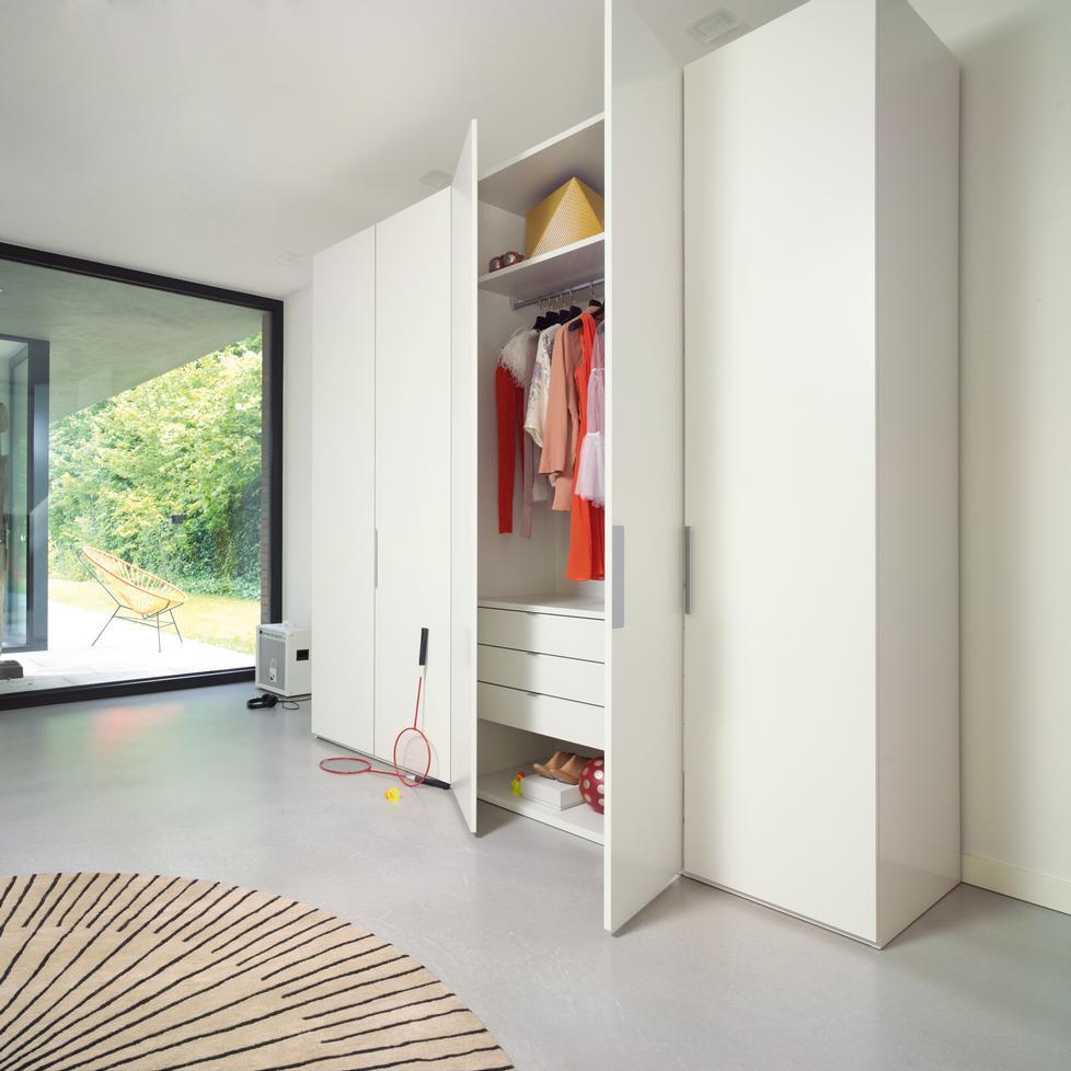 base kleiderschrank von interl bke. Black Bedroom Furniture Sets. Home Design Ideas