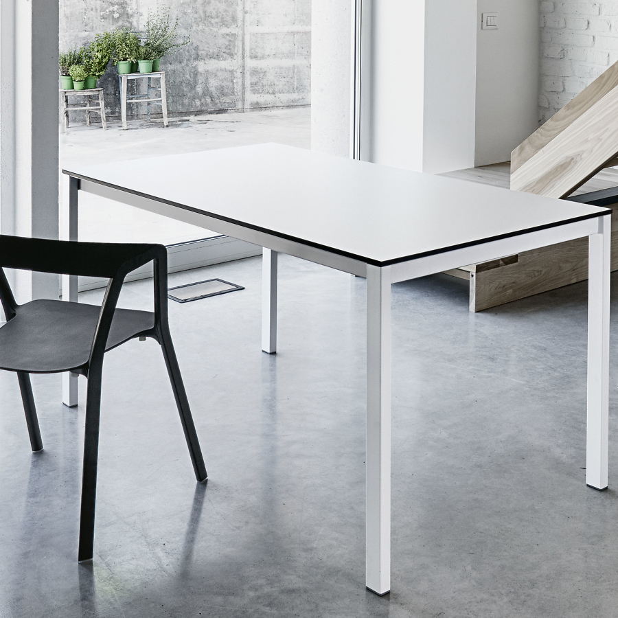Designfurniture by kristalia for Table extensible kristalia