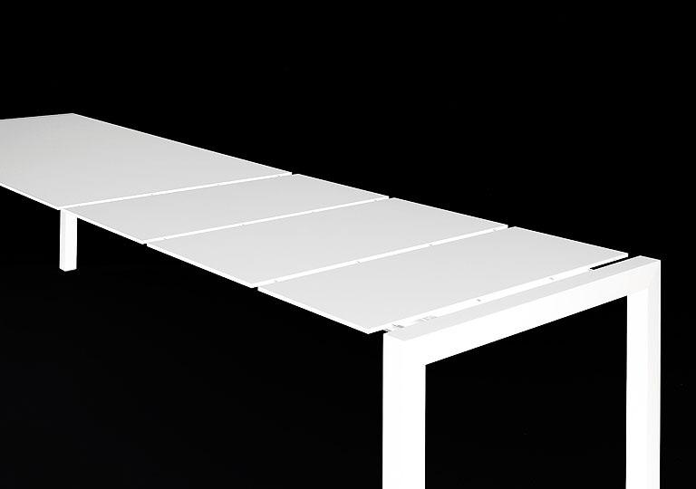 sushi pure white tisch von kristalia. Black Bedroom Furniture Sets. Home Design Ideas