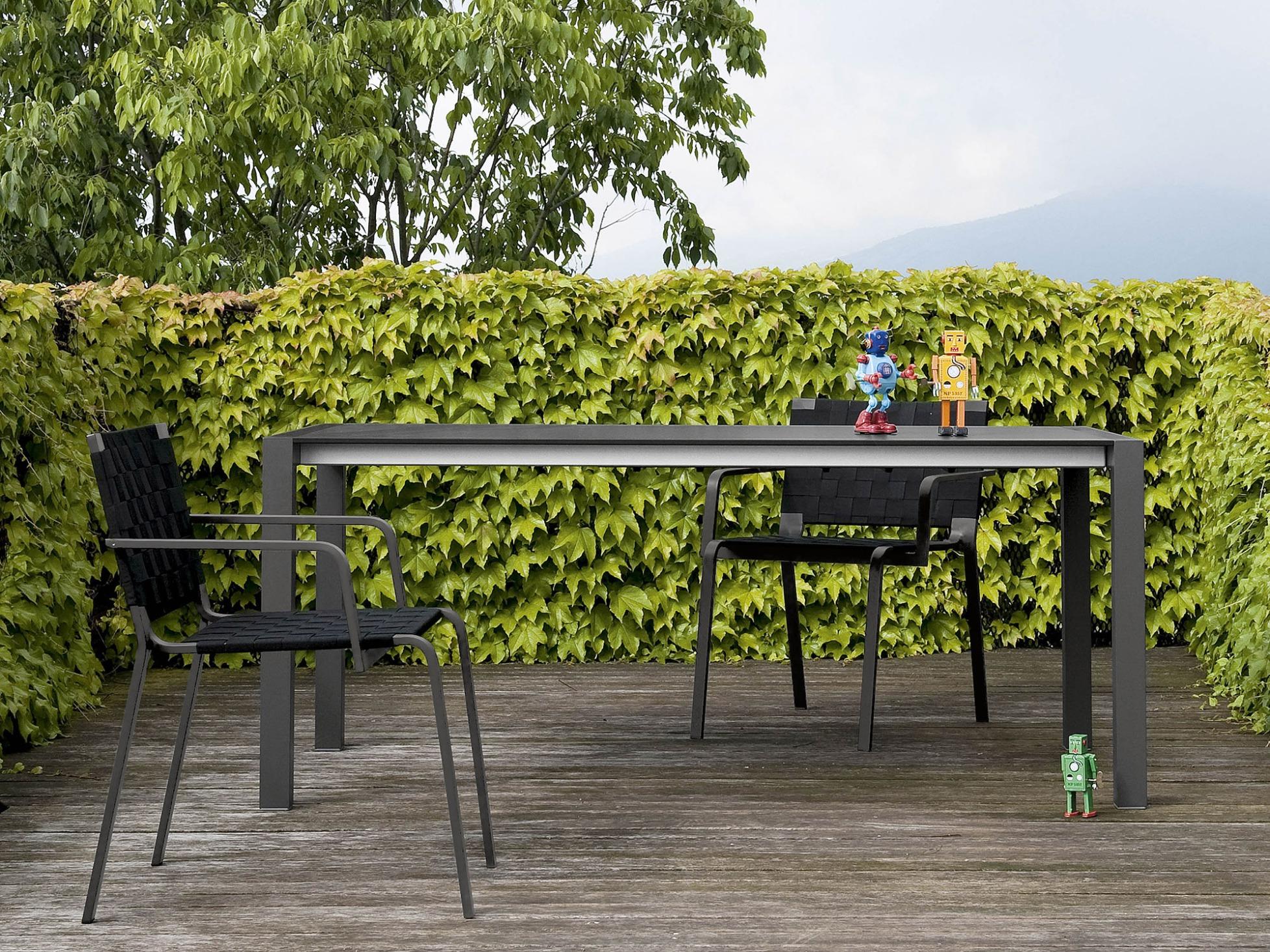 ausziehtisch sushi outdoor von kristalia. Black Bedroom Furniture Sets. Home Design Ideas