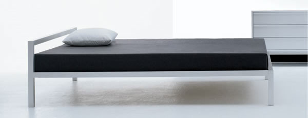 aluminium bed anodized by mdf italia. Black Bedroom Furniture Sets. Home Design Ideas
