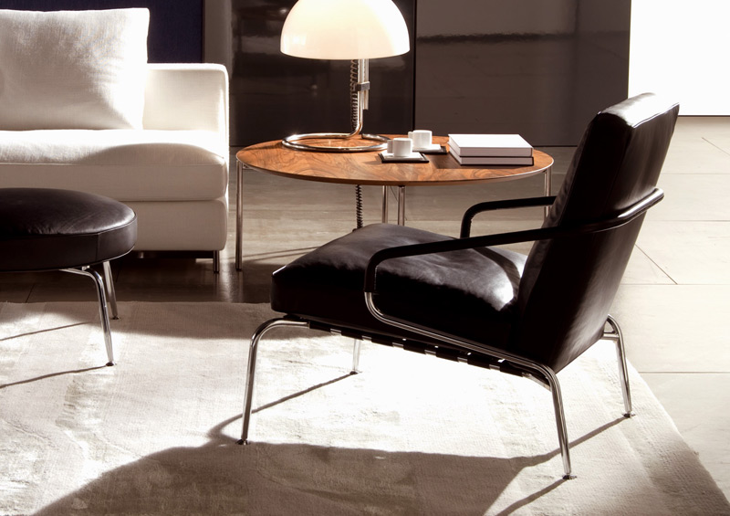 sessel und runder hocker berman von minotti. Black Bedroom Furniture Sets. Home Design Ideas